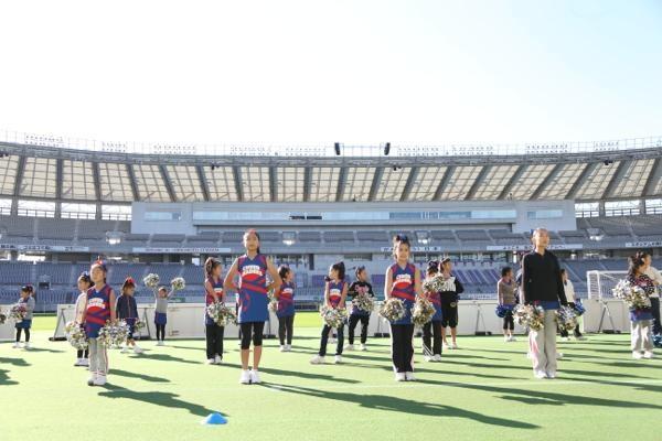 チアらんど-FC東京ーホームゲームーチアスクール出演ー味の素スタジアム20131123_15